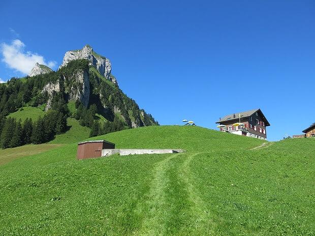 Seelisberger Alp Weid mit kleinem Restaurant